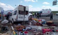 Konya'da işçi minibüsü TIR'la çarpıştı: 6 ölü