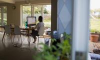 Finans sektörü çalışanları evde daha rahat
