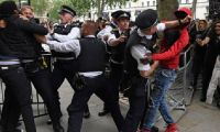 Londra'daki Floyd gösterisine polis müdahalesi