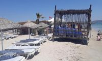 Çeşme'de kumsaldaki 1500 liralık localar kaldırıldı