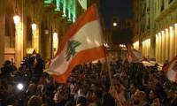Beyrut'ta halk sokağa döküldü