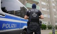 Almanya'da polis aracına gamalı haç çizen genç tutuklandı