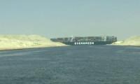 Mısır Süveyş Kanalı'nı kapatan gemiyi soruşturma bitene kadar alıkoyacak