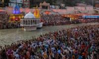 Salgına rağmen binlerce kişi Kumbh Mela festivalinde