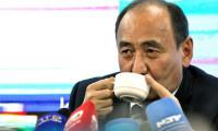 Sağlık Bakanı kameralar karşısında zehirli bitkiyi kaynatıp içti