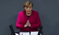 Merkel: Almanya'da üçüncü dalgayı kırmış görünüyoruz