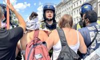 İngiltere'de aşı karşıtlarına polis müdahalesi