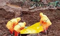 Hindistan'da dağdan kopan kayalar 9 turistin ölümüne neden oldu