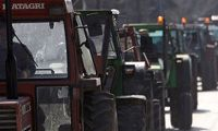 Yunanistan'da çiftçiler çatıştı