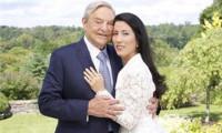 83 yaşındaki ünlü yatırımcı evlendi!