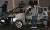 Hakkari'de öğretmenin otomobili kundaklandı