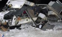 Öğretmen servisi buzlu yolda TIR'la çarpıştı