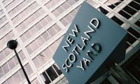 O gençler Londra'da gözaltına alındı