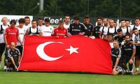 Beşiktaş'tan şehitlere saygı duruşu