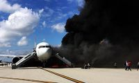 Kalkışa hazırlnana uçak alev aldı: 7 yaralı