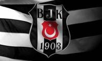 Beşiktaş yıldız oyuncu ile yollarını ayırdı