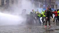 Sarı Yeleklilerin protestoları ülke ekonomisini sarsıyor