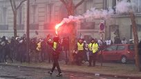 Fransa'da 'sarı yelekililer' yeniden sokaklarda