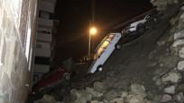 Sitenin istinat duvarı çöktü, 4 otomobil hasar gördü