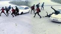 Otomobilin öğrencilerin arasına daldığı kaza kamerada
