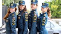 Rus kadın polisleri güzellikleriyle ilgi çekiyor