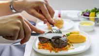 Uçakta yemeklerin tadı neden farklı gelir?