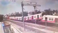 Hindistan'daki tren kazasının görüntüleri ortaya çıktı