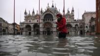 Venedik'te son 53 yılın en yüksek gelgiti!