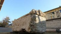 Yol çalışmasında 2 bin yıllık lahit bulundu