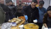 Evlerine giremeyen Balıkesirlilere belediyeden çorba ikramı