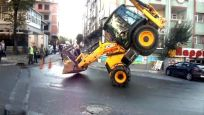 Kepçeyle 'akrobatik' hareket yapan operatöre ceza