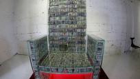 Rus sanatçının 1 milyon dolarla yaptığı 'para tahtı'na yoğun ilgi