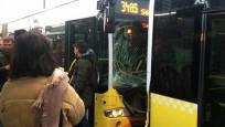 Fikirtepe'de iki metrobüs çarpıştı