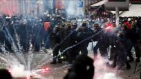Paris'te polisin attığı gaz kapsülü AA foto muhabirini yaraladı