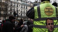 Fransa'da grev gerilimi: Cumartesi öpücüğe boğacağız