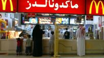Suudi Arabistan'da kadınlar restoranlara erkeklerle aynı kapıdan girebilecek