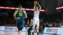 12 Dev Adam Slovenya'yı 19 sayı farkla yendi