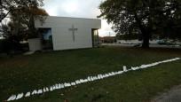 Yeni Zelanda'da kurbanlar için beyaz ayakkabı bırakıldı