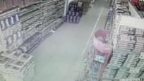 Acıpayam'da deprem anı marketin güvenlik kamerasında