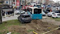 Beyazıt'ta halk otobüsü 5 araca çarptı