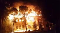 Tarihi okul cayır cayır yandı