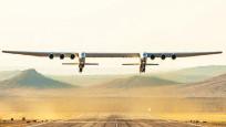 Dünyanın en büyük uçağı Roc ilk kez havalandı