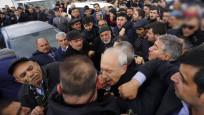 CHP liderine şehit cenazesinde saldırı