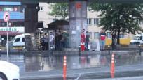 İstanbullular güne gök gürültüsü ve yağmurla başladı