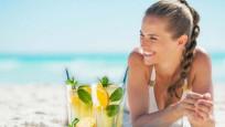Aşırı portakal suyu ve limonata içmek güneş lekesi yapabilir