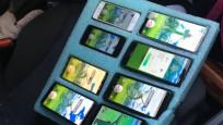 Otoyolda sekiz telefonla Pokemon oynarken yakalandı