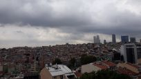 İstanbul'da gökyüzünü kara bulutlar kapladı