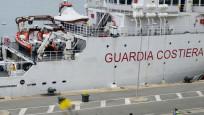 İtalya'da mülteciler 19. günde karaya çıktı