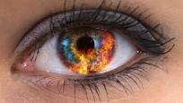Gözünden göz yaşı yerine kristal dökülüyor