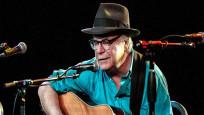 Ünlü şarkıcı sahnede hayatını kaybetti